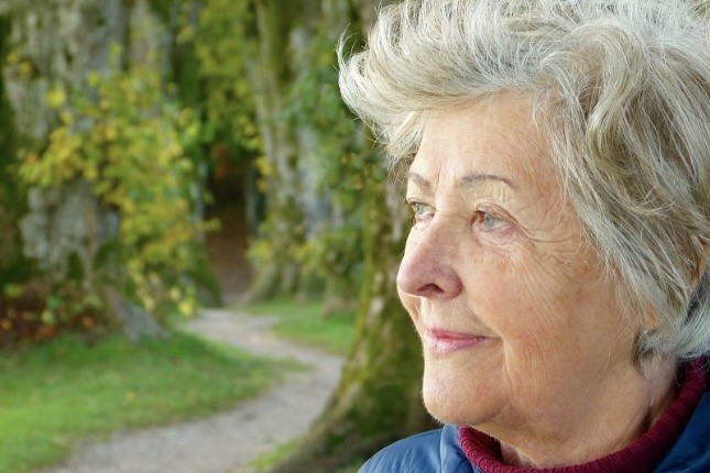 mild cognitive impairment - Senior woman looking thoughtfully into the distance - Neighborly Home Care